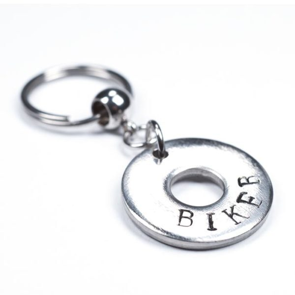 """Schlüsselanhänger aus einer Edelstahlunterlegscheibe mit der Aufschrift """"Biker"""""""